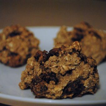 Fauxtmeal Cookies with Stevia-Sweetened Dark Chocolate