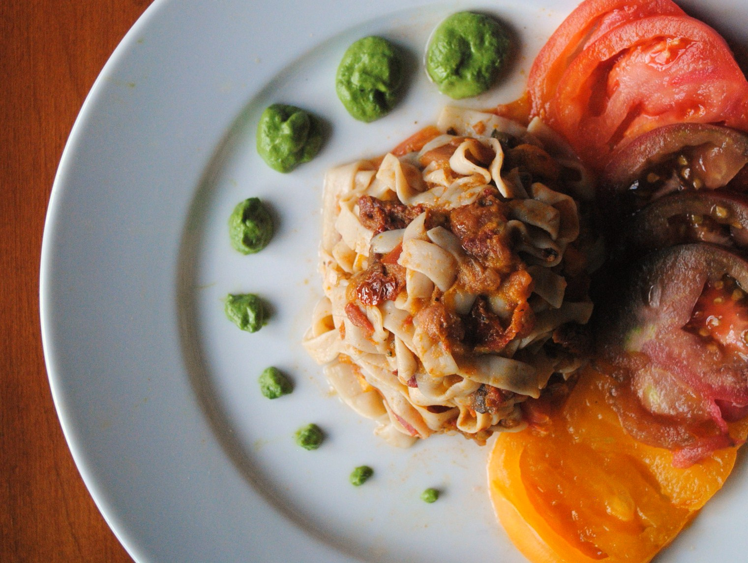 heirloom tomato fettuccini with pesto cheez
