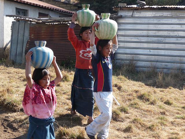 nueva-santa-catarina-ixtahuacan-solola-guatemala-ninos-agua-2